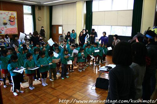 幼稚園でフォトコン写真のお披露目会。