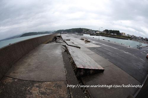 台風4号に破壊された防波堤 その1