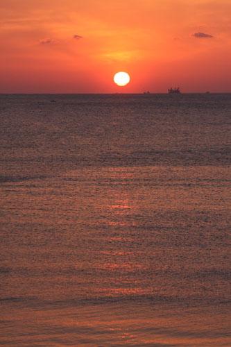 お店から見た夕日